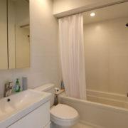 1711h-RH-3-bathroom